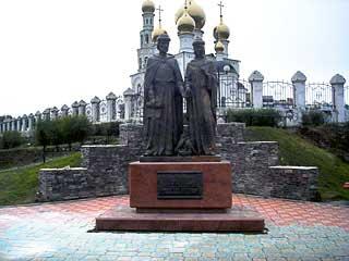 Скульптурная композиция «Святые благоверные Пётр и Феврония Муромские» в г.Абакане