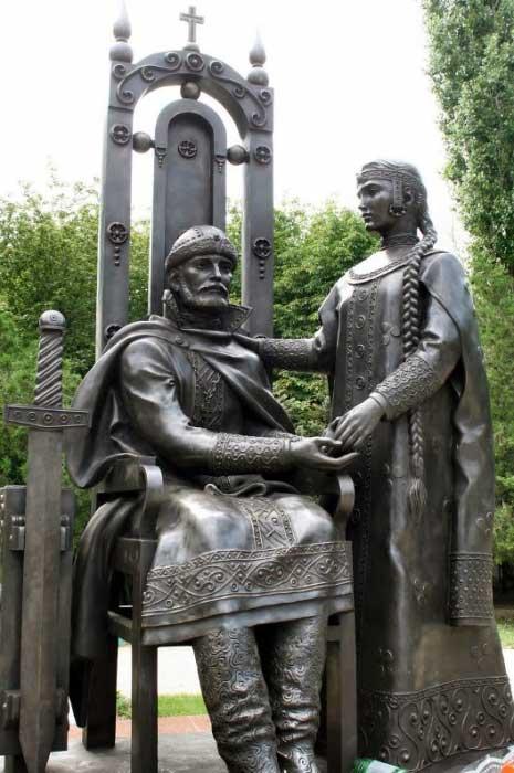 Скульптурная композиция «Святые благоверные Пётр и Феврония Муромские» в г.Ейск