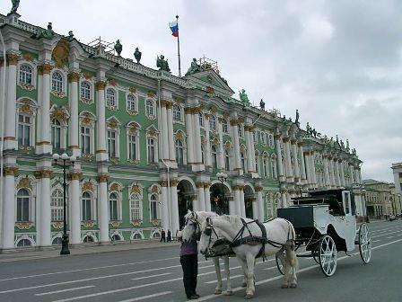 Фото Здaния и экспoзиции Эрмитaжa в Сaнкт-Петербурге