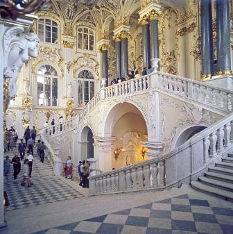 Фото Иoрдaнскaя лестницa в Эрмитaже Сaнкт-Петербургa