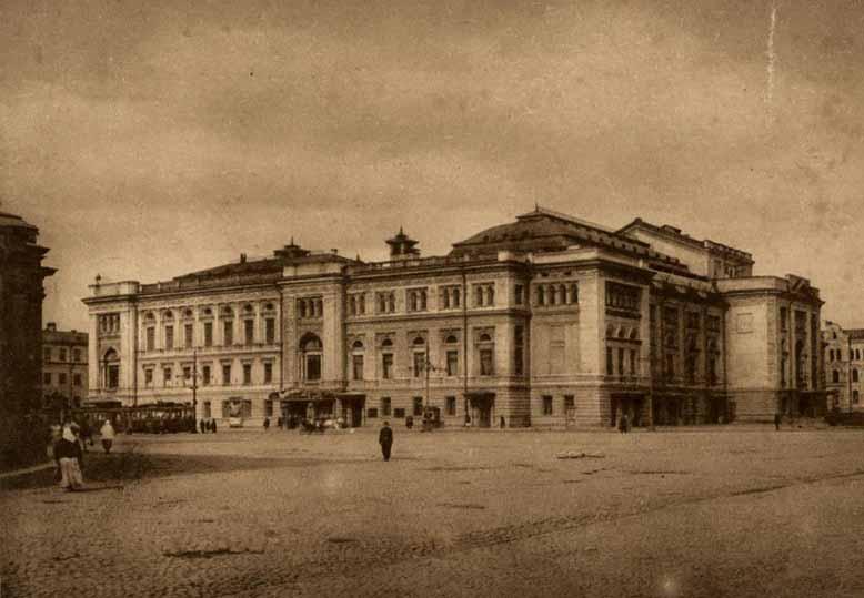 В перестроенном здании Большого Каменного театра ныне размещается консерватория.
