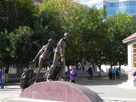 Фото Памятник челнокам в Белгороде
