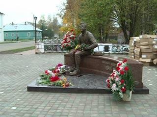 Фото Памятник Юрию Никулину в Демидове
