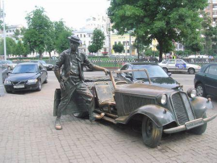 Фото Памятник Юрию Никулину в Москве