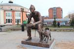 Памятник известному режиссеру Леониду Гайдаю и его самым известным героям комедий – Трусу, Балбесу и Бывалому.