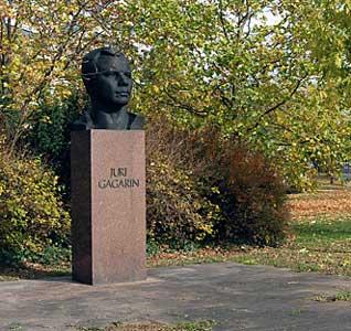 Памятник Юрию Гагарину установлен в г.Эрфурт (Германия)