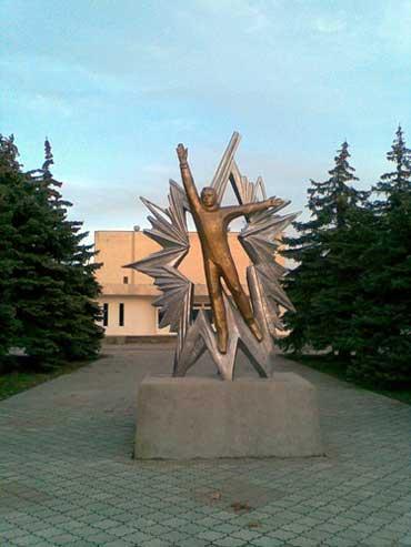 Памятник Юрию Гагарину установлен в г.Евпатория
