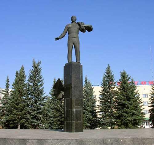 Памятник Юрию Гагарину установлен в г.Гагарин