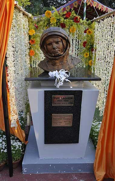 Памятник Юрию Гагарину установлен в городе Калькутта (Индия)