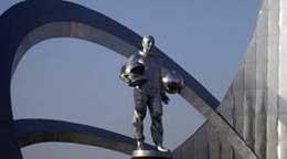 памятник Юрию Гагарину был открыт в городе Караганда