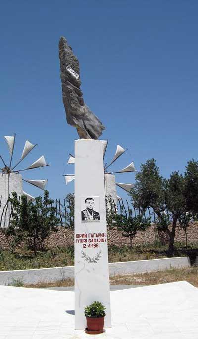 В музее Homo Sapiens на о. Крит в Греции тоже есть памятник Ю. Гагарину