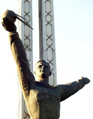 Памятник Юрию Гагарину установлен в  Ташкенте (Узбекистан).