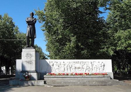 Памятник Николаю Алексеевичу Некрасову г. Ярославль