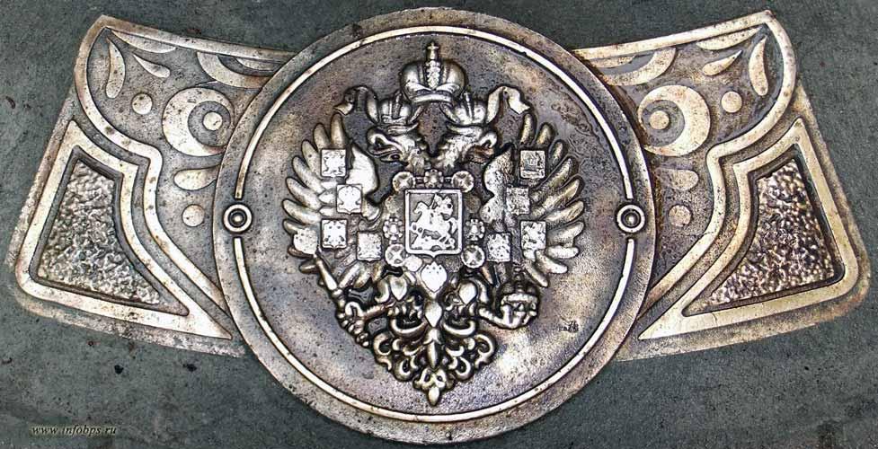 Герб России на памятном знаке Нулевой километр Золотого кольца