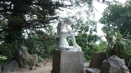 """Ялта. скульптура """"Мальчик, вытаскивающий занозу"""""""