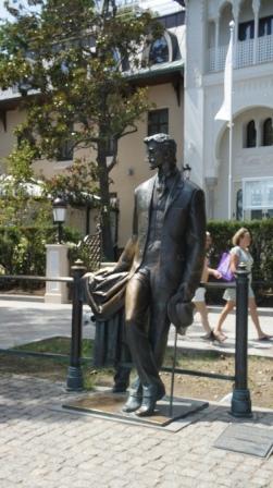 Ялта.  Скульптуры героев произведений А. П. Чехова