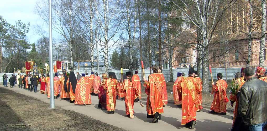 Крестный ход в Ярославле на праздник Пасхи.