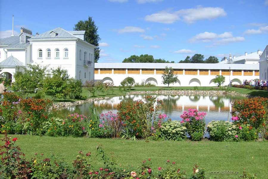 Монастырский сад